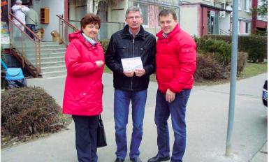 2013-04 Předání šeku SVJ Petýrkova